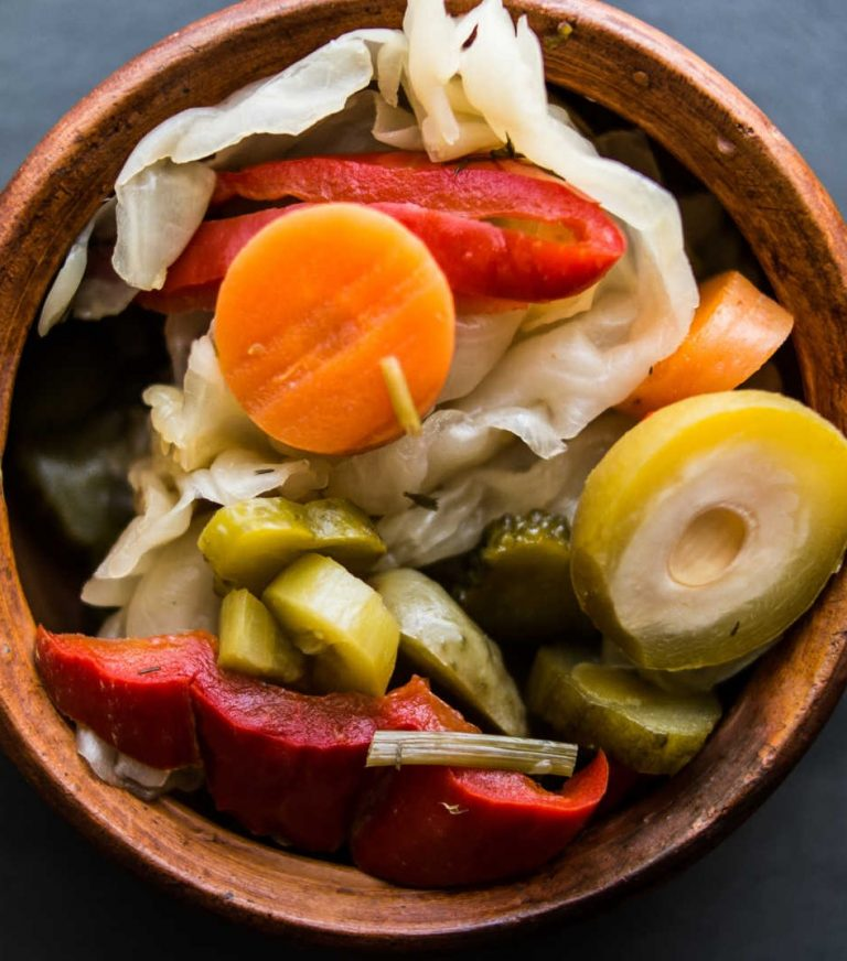 mixed turkish pickles
